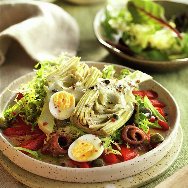 Alcachofas en ensalada con huevo