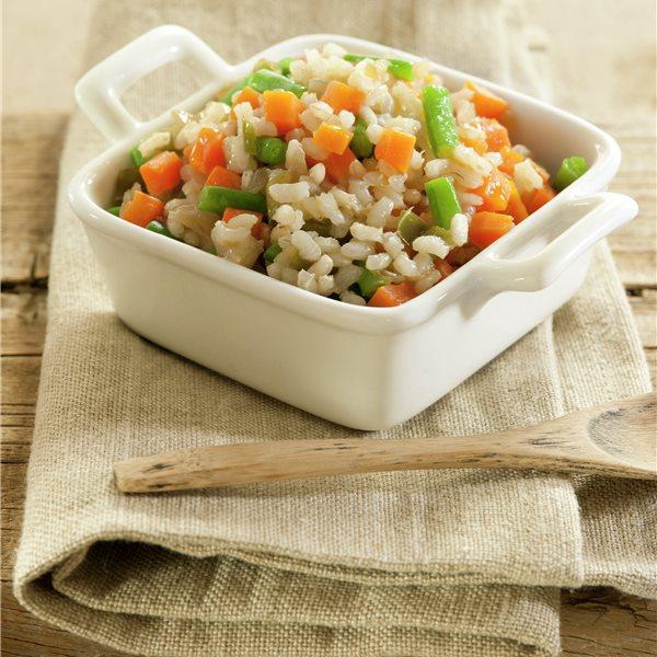 Arroz integral con zanahoria, judías y pimientos