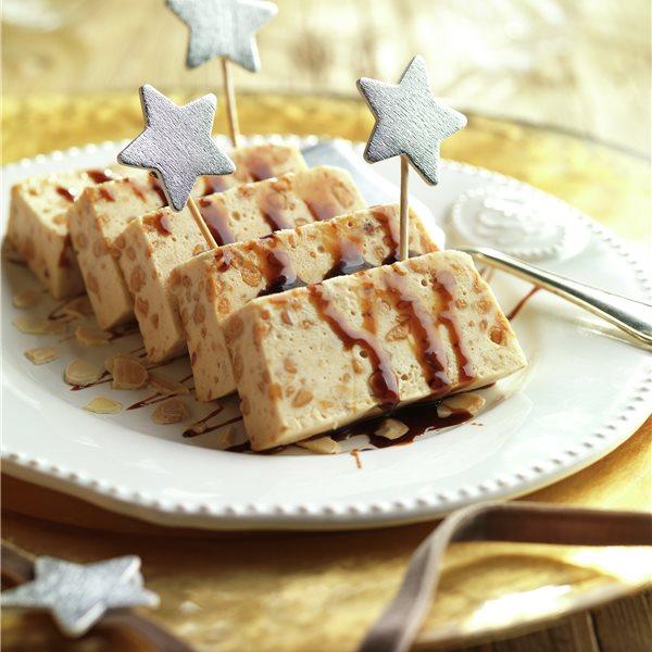 Biscuit de turrón con caramelo