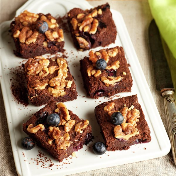 Brownie con nueces y arándanos