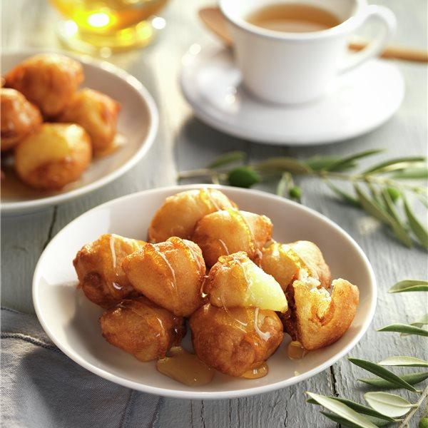 Buñuelos de manzana con miel