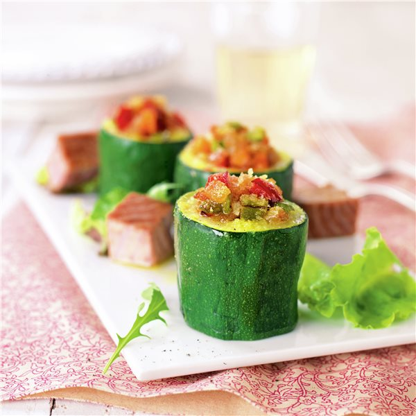 Calabacines rellenos de verduras con bonito