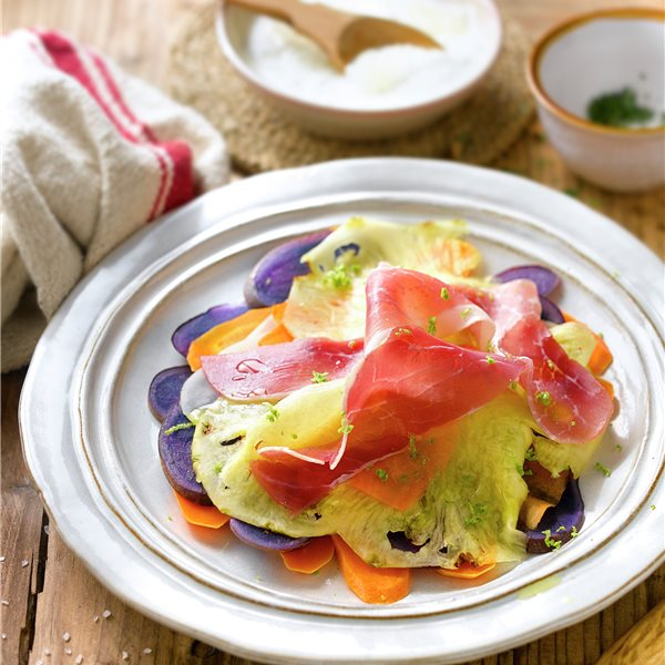 Carpaccio vegetal con jamón
