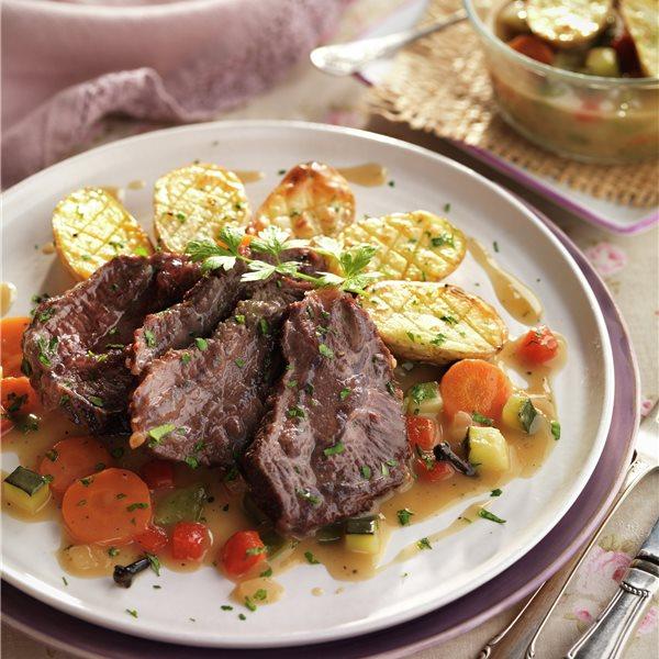 Carrilleras de ternera al jerez con verduras