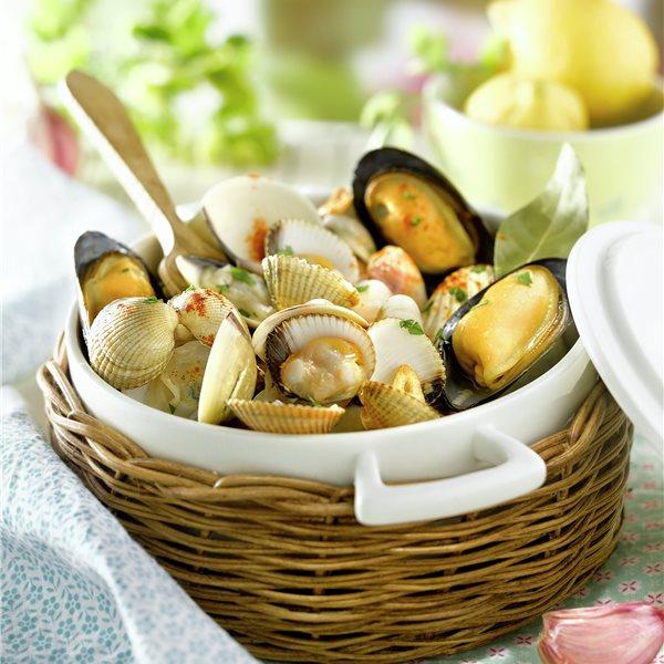 Cazuelita de mejillones, berberechos y almejas al vapor