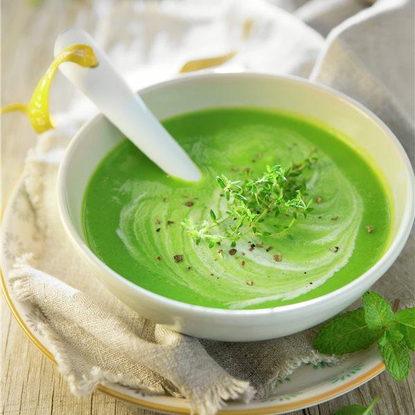Crema de guisantes con hierbas aromáticas