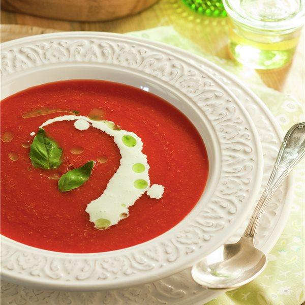 Crema fría de tomate con mozzarella