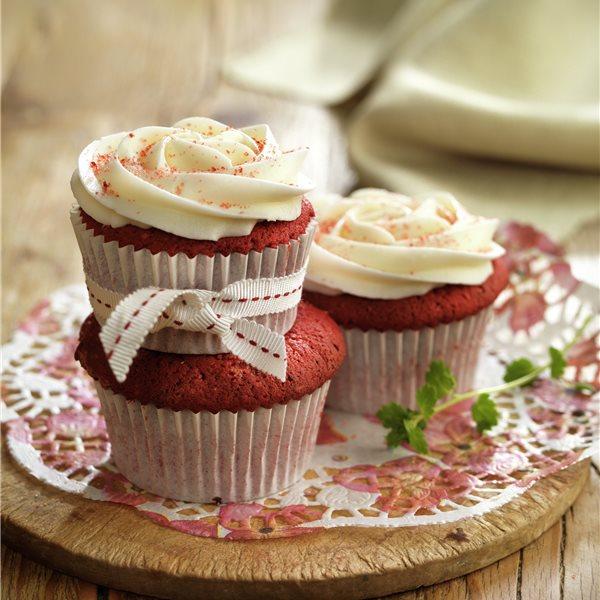 Cupcakes en rojo con crema de queso