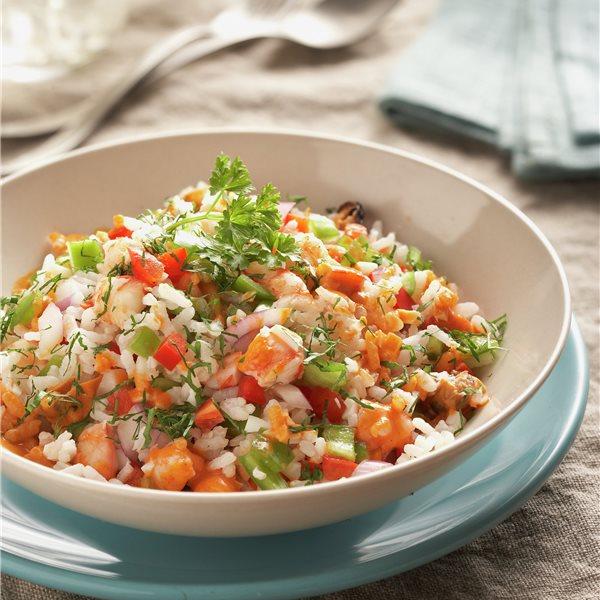 Ensalada marinera de arroz con gambas, mejillones y pimientos