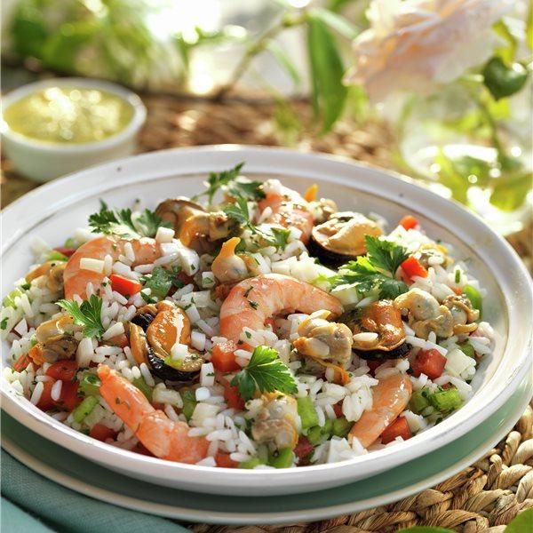 Ensalada de arroz con mejillones, berberechos y gambas