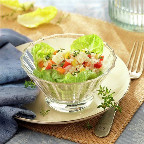 Ensalada de arroz con queso y verduras
