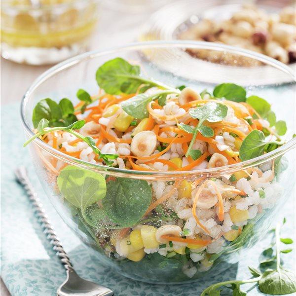 Ensalada de arroz integral con vinagreta de avellanas