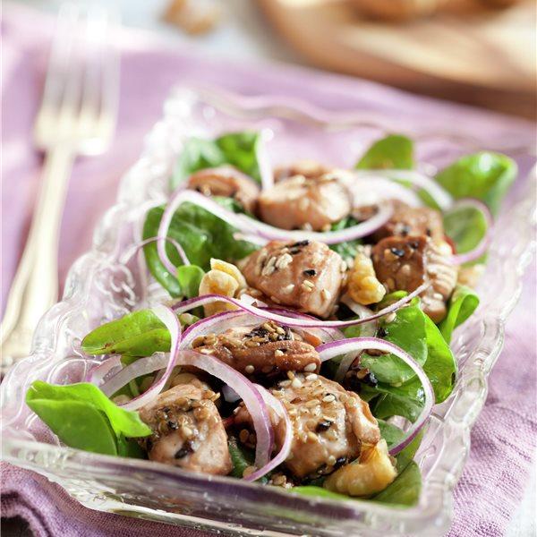 Ensalada de espinacas con salmón y nueces