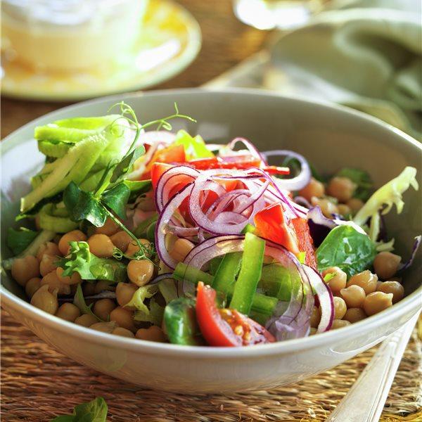 Ensalada de garbanzos y hortalizas