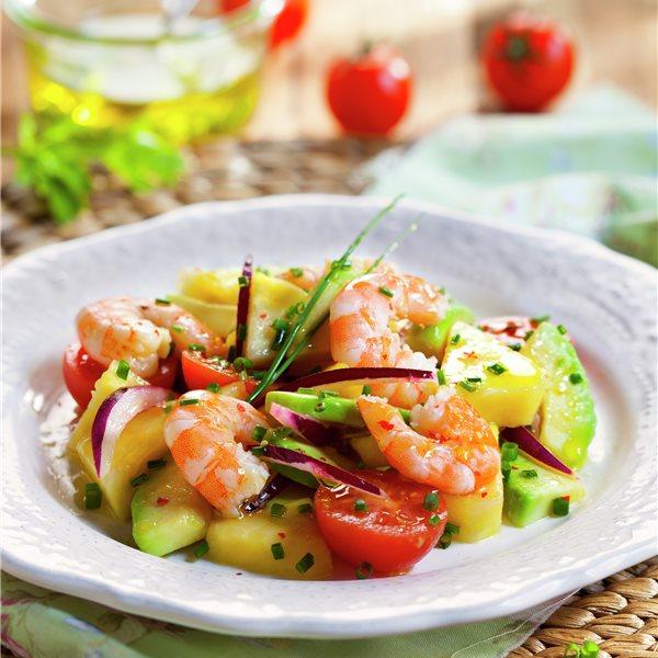 Ensalada de piña y aguacate con vinagreta de cebollino