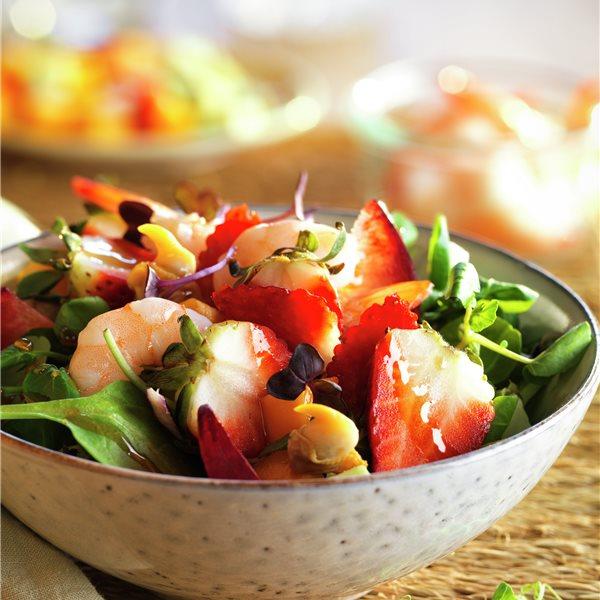 Ensalada tropical de fruta y marisco