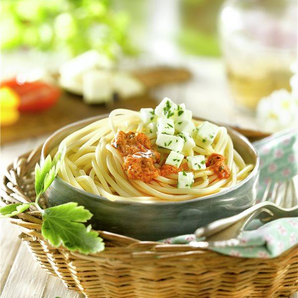 Espaguetis con salsa de berenjenas y tomates
