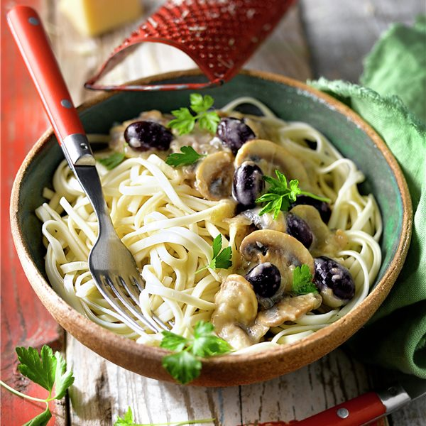 Espaguetis soba con crema de champiñones