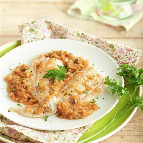 Filetes de gallo con alcaparras y salsa de anchoas