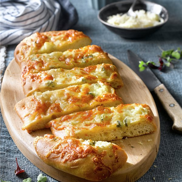 Focaccia de queso y hierbas provenzales