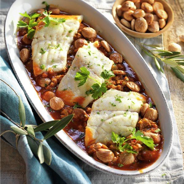 Dorada al horno con almendras y verduras