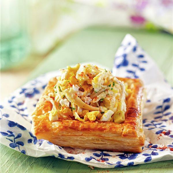 Hojaldres rellenos de pollo, queso fresco y aceitunas