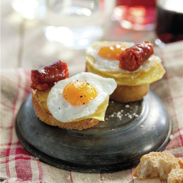 Montadito de huevo de codorniz con chistorra