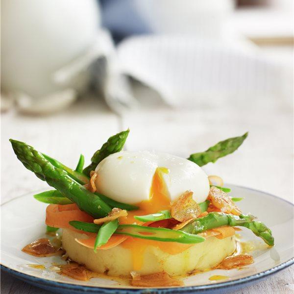 Huevos mollet con puré de patata y verduras