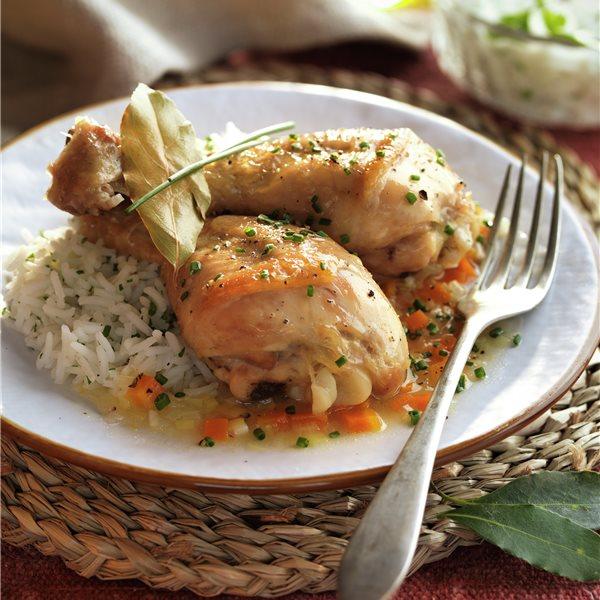 Jamoncitos de pollo en salsa con arroz blanco