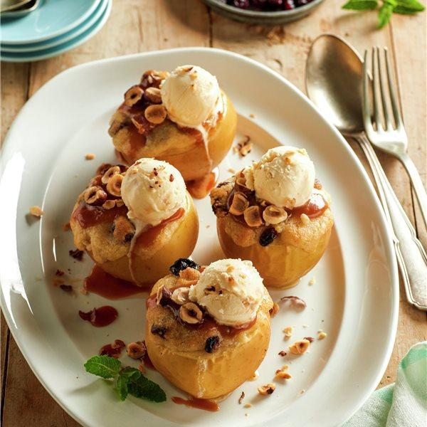 Manzanas asadas con helado de vainilla