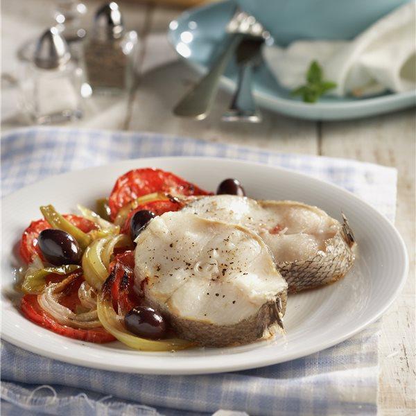 Merluza marinada al horno con verduras