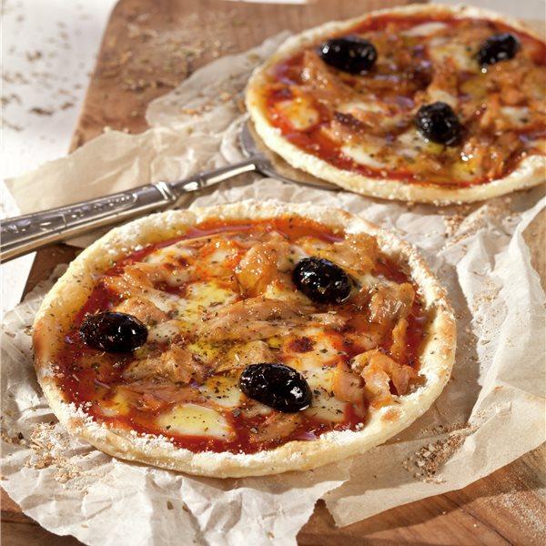 Minipizzas de atún y aceitunas negras