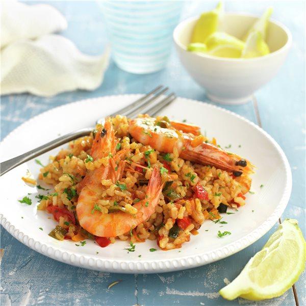 Paella de arroz integral con gambas y sepia