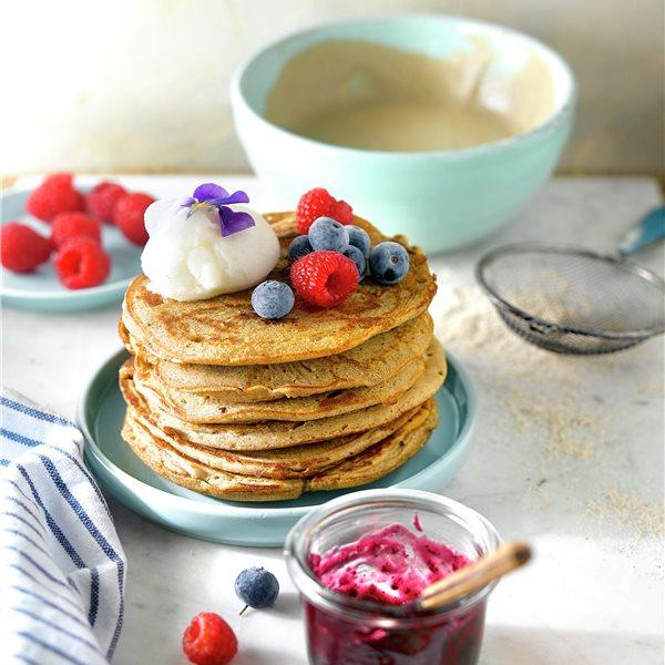 Pancakes con sorbete de limón y frutos del bosque