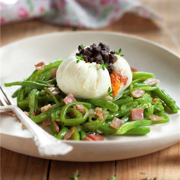 Huevos escalfados con judías verdes