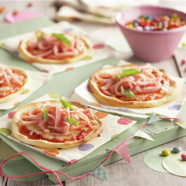 Minipizzas de jamón y mozzarella