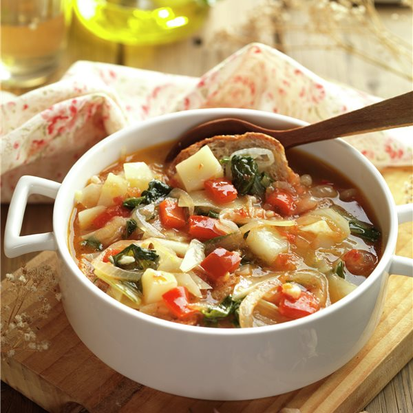 Sopa de verduras al estilo mallorquín