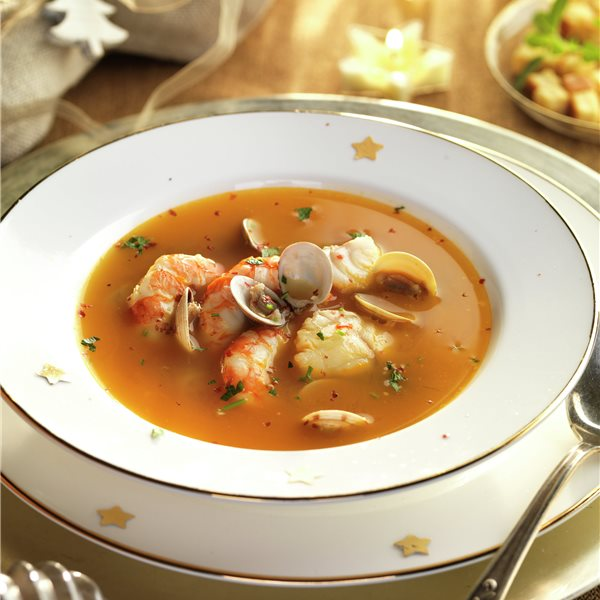 Sopa de fiesta con pescado y marisco