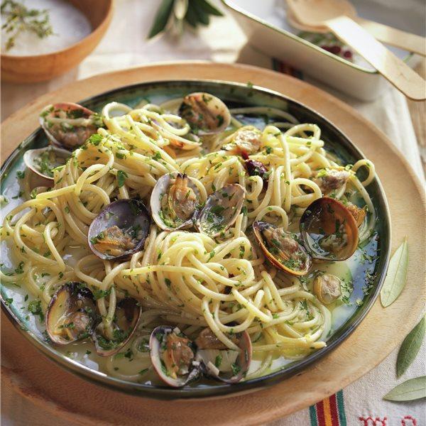 Espaguetis alle vongole con guindilla