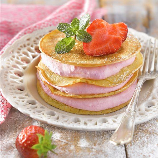 Pastel de tortitas con crema de fresones