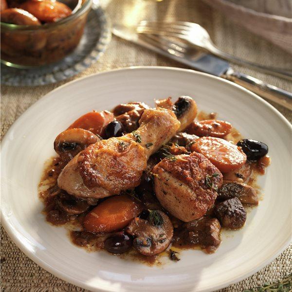 Pollo guisado con setas y aceitunas negras