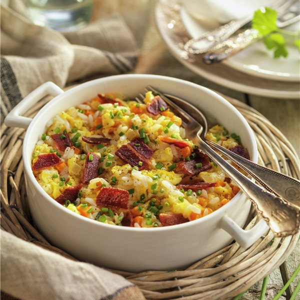 Revuelto de verduras con arroz vaporizado y beicon