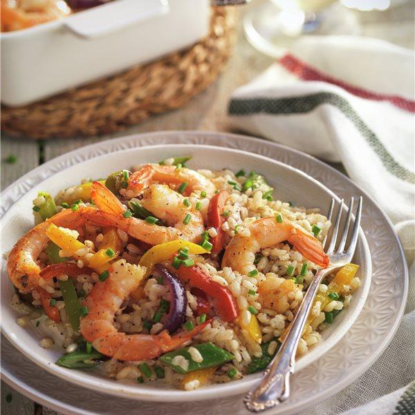 Salteado de arroz integral con hortalizas y gambas