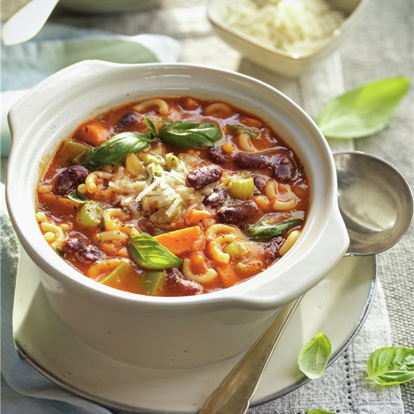 Sopa minestrone con fideos