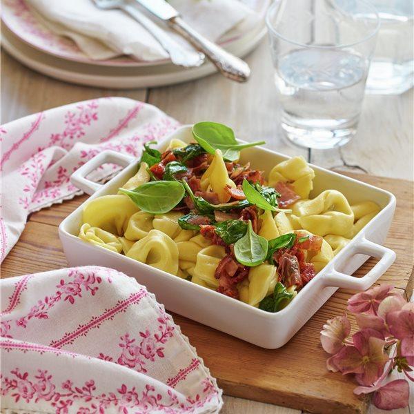 Tortellini de requesón, espinacas y tomates secos