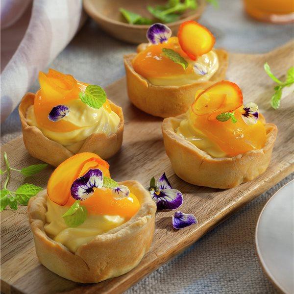 Pastelitos de masa sablée rellenos con crema de mango