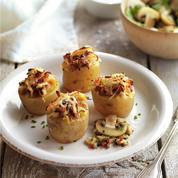 Patatas rellenas con beicon y champiñones