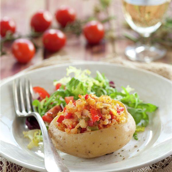 Patatas rellenas de verduras y pescado
