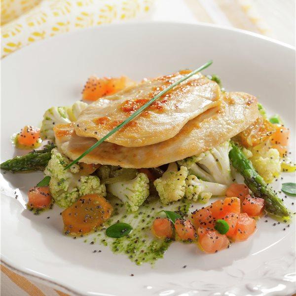 Pechuga de pollo con verduras al pesto