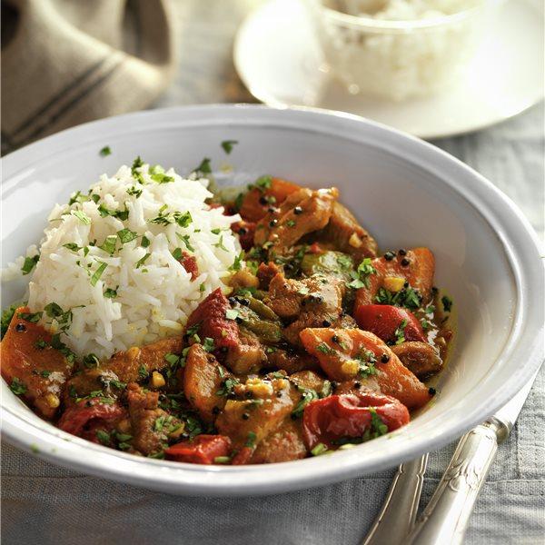 Pollo aromático con verduras y arroz
